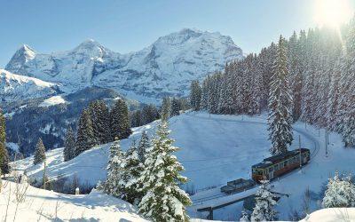 Winterkamperen met de camper in Zwitserland afbeelding